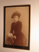 Mädchen - junge Frau im Reifrock ? mit Hut Fächer  CDV Laura Lasinsky Düsseldorf