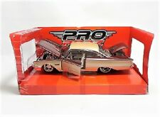 Maisto Ford Starliner (Pro Rodz 1960) Diecast Model Car