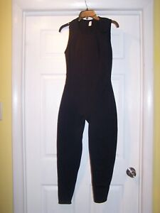 Sleevless wet suit