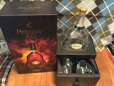 HENNESSY XO SPECIAL BOXED COGNAC EMPTY BOTTLE & 2 HENNESSY ETCHED GLASSES