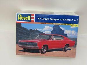 Revell 1967 Dodge Charger 426 Hemi 2 in 1 Car Plastic Model Kit #85-7669 1:25