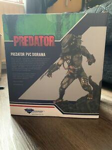 Predator Diamond Select Statue