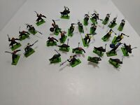 Vintage 30 Britains Deetail Medieval Knights Figures England 1971 Spears Sword