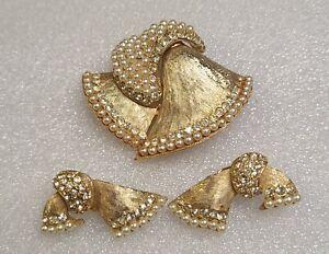 Vtg LEDO Gold Tone Faux Pearl & Rhinestone Brooch & Clip Earrings RARE SET