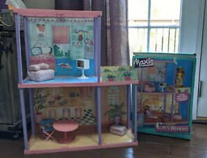 Hasbro Maxie City House with furniture and original box