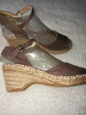 New Clarks Brown Canvas Wedge Sandal. Size 4.