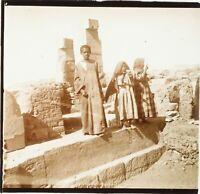 EGYPTE Enfants sur Ruines Archéologiques, Photo Stereo Plaque Verre ca 1910