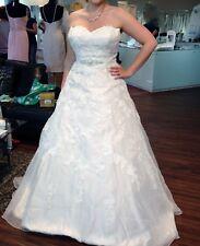 Sand-Ivory Hochzeitskleid Sincerity Bridal von Justin Alexander, Größe 42