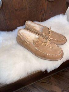 NEW Minnetonka Men's Sheepskin Lined Suede Slippers - Chestnut- Size 10