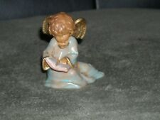 Fontanini little angel reading spider mark nativity 685 Italy R and C