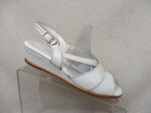 SAS Tripad Comfort White Leather Buckle Sandals Womens Size 7.5 W Style 207499