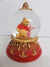 Hallmark Disney Winnie The Pooh with Piglet Friend Snow/Water Globe Clx2005