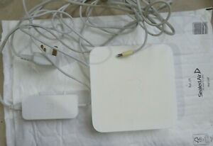 Apple Airport Extreme A1301 Wi-Fi Wireless Router Base Station with adapter