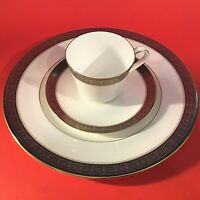 ROYAL DOULTON ROCHELLE CUP & SAUCER DINNER PLATE 3 PIECE GOLD & BLACK H5024