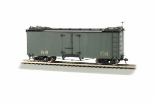 Bachmann 27498 On30 Data Only Green with Black Roof Wood Reefer Car