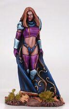 DARK SWORD MINIATURES - DSM7205 Female Magic User