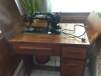 Singer Electric Sewing Machine Build on Motor 15-91 Reversible Feed Lock Stitch
