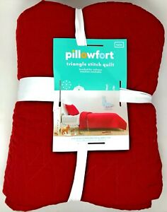 Pillowfort Reversible Solid Red Stitched Twin Bed Quilt (Open box)