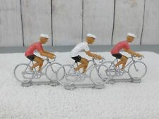 G-SCALE / (3) INDIVIDUALS RIDING BICYCLES -02
