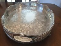 BEAUTIFUL VINTAGE SILVER PLATED CHASED WAVED EDGE GALLERIED FOOTED DRINKS TRAY