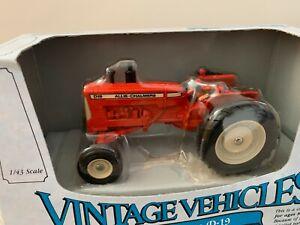 Ertl Allis-Chalmers D-19 Vintage Tractor - 1:43 Scale model