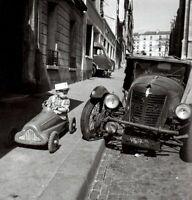 """Photographie, """"Bolides"""", Paris, 1956    /  Hommage à Robert Doisneau  /  15 x 15"""