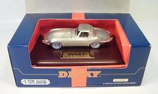 Dinky 1/43 DY921 Jaguar E-Type auf Holzsockel OVP #9603