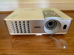 BenQ HT1075 DLP Projector Pre-Owned. Great Condition!