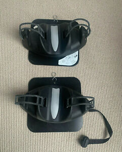 Pair of Igloo magnetic ski carriers for 2 pairs of skis