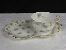 Tasse+plateau petit-déjeuner porcelaine blanche à décor petites fleurs mauve+or