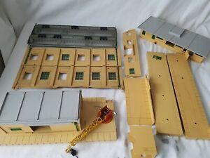HORNBY DUBLO PLASTIC BUILDINGS, DEPOT W/CRANE, ENGINE SHED, STATION ETC SPARES