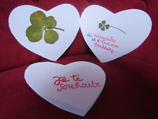 un vœu amoureux à 2 volets avec un trèfle à 4 feuilles ou un trèfle à 5 feuilles