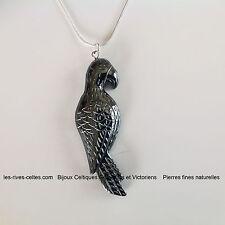 collier pendentif médaillon pierre fine naturelle perroquet en hématite noir
