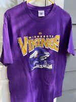Vintage Minnesota Vikings Helmet Men's T-Shirt Size Large Purple NFL
