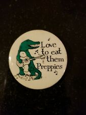 """VINTAGE ALLIGATOR  """"I LOVE TO EAT THEM PREPPUES"""" PIN BUTTON 1980s"""