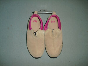 NEW NWOB GAP Girls pull on shoes size US 1 tan suede