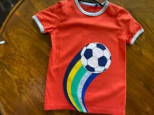 Mini Boden boys Red soccer T-Shirt 6-7