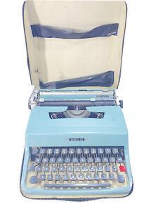 Underwood Olivetti Lettera 32 Portable Typewriter - Blue Turquoise w/ Case
