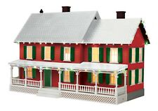 MTH 30-90588 COUNTRY HOUSE WITH  CHRISTMAS LED LIGHTS O GA.WHITE ROOF, RED GREEN
