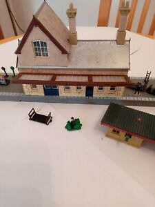 Hornby 00 Gauge Railway Buildings. Main Line Station, Platform, Waiting Room