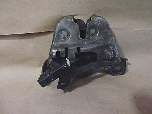 96 SATURN SC1 FRONT HOOD LATCH RELEASE ASSEMBLY USED 25795