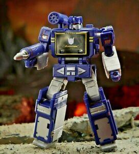 """2021 Transformers Generations WFC-K21 Kingdom Core Soundwave  3.5"""" Action Figure"""