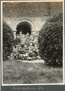 BISHOPSTONE WILTSHIRE - SCHOOL BOYS IN CAPS OUTSIDE THE CHURCH C 1923 PHOTO
