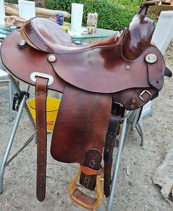 Westernsattel für breite Pferde
