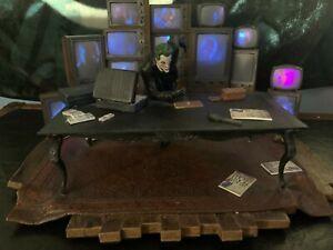 Batman Arkham Origins Collector's Edition - Joker Light Up Statue + More