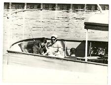 Kennedy en el Honey Fitz  . Fotografía de prensa hacia 1970. Gelatinobromuro.