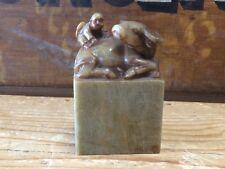 """Antiguo tallada China Oriental Verde de piedra dura """"Bebé y buey 'en miniatura"""
