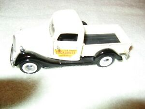 Cockshutt tractor 1937 Ford   toy sales / service pick-up truck 1/34th  scale