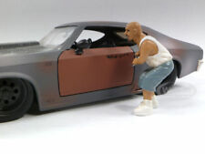 AUTO THIEF FIGURE FOR 1:24 SCALE DIECAST MODEL CARS BY AMERICAN DIORAMA 23817
