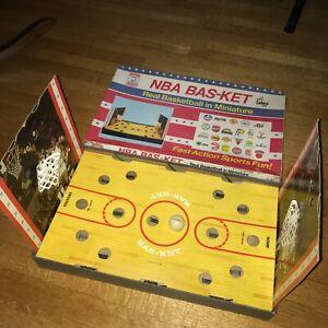 Vintage NBA licensed Bas-Ket Basketball Cadaco Board Game table 1980 no.167